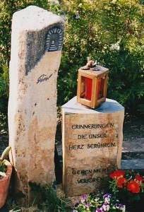2-teiliges Basaltdenkmal