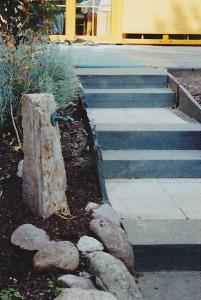 Gartentreppe und Wasserauslauf